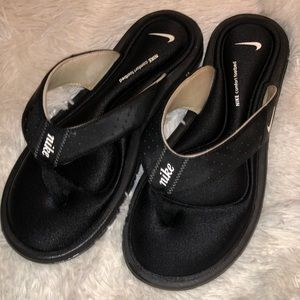 NIKE SOFT FLIP FLOPS-GREAT CONDITION
